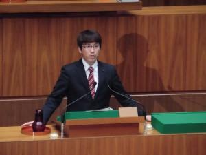 藤岡県議が代表質問 「知事には福祉の心がない」と追及