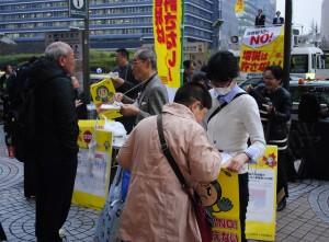 消費税8%から1年 各地で宣伝署名活動