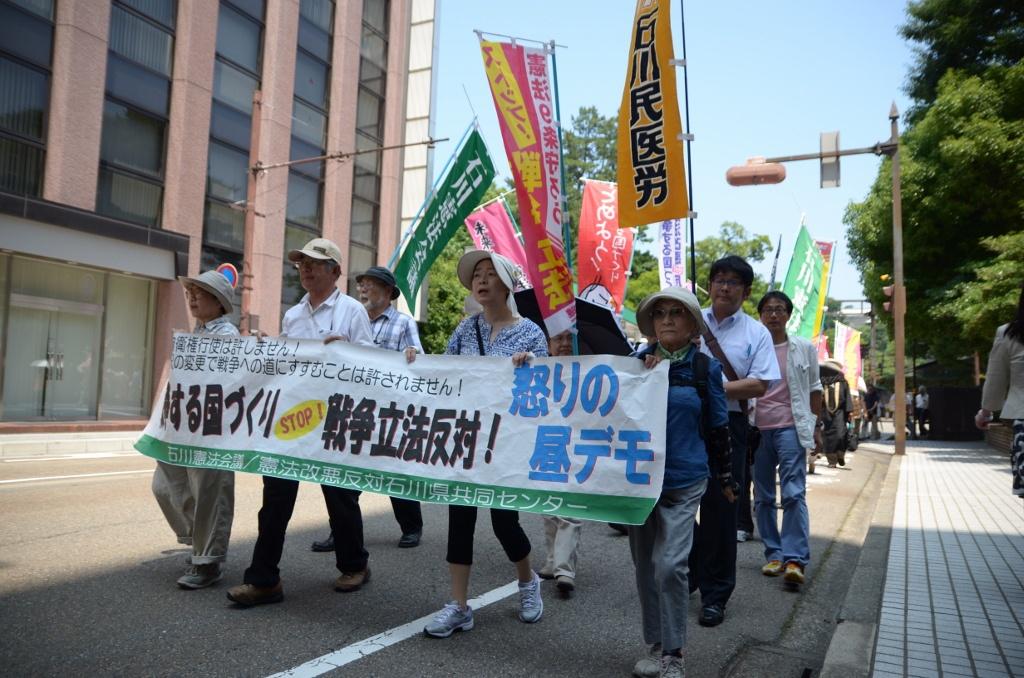 会期延長に抗議、戦争法案の廃案もとめデモ