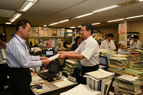 県原子力安全専門部会の民主的運営を/日本共産党の田中県議が知事に申し入れ