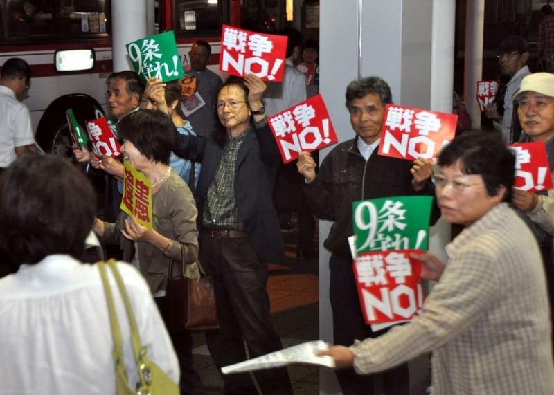 戦争法案強行「満身の怒り」「アベ独裁政治許すな」 亀岡駅前で抗議行動