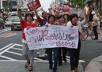 「戦争法抗議」京都・おんなのレッドアクションデモに110人