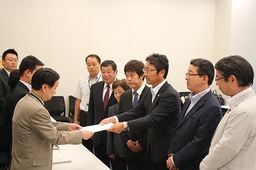 伊方原発の再稼働をするな/日本共産党 春名、田中、遠藤氏が経産省に申し入れ