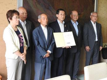 【6月11日付】平井知事が被爆者と面談し署名 「運動に協力したい」と知事