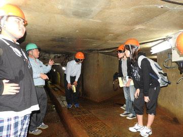 【10月22日付】民青が荒金鉱山見学し交流 戦争の歴史を学ぼう