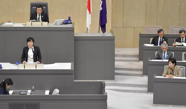 【都議会本会議】尾崎あや子都議に小池都知事 旧「こどもの城」活用、「子育て機能留意」と表明